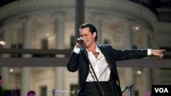 Marc Anthony, quien actuó en la pantalla, debutara por primera vez en la serie de televisión.