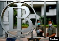 Logo Bank Indonesia terlihat di kantor pusat Bank Indonesia di Jakarta, 2 September 2020. (Foto: REUTERS/Ajeng Dinar Ulfiana)