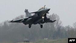 Военный самолет Франции