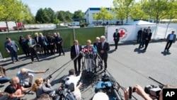 德國總理默克爾週三到訪德國東部海德瑙難民中心向在場記者發表談話