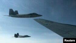 دو جنگنده اف ۲۲ ارتش آمریکا