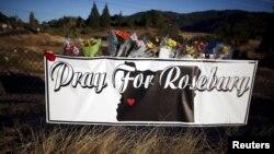 Roseburg, Oregon: hommage aux victimes de la tuerie à la sortie de l'université le 2 octobre 2015