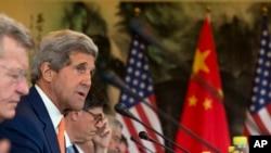 7月9日美国国务卿克里(左二)在北京钓鱼台国宾馆与中国有关官员就气候变化举行会谈