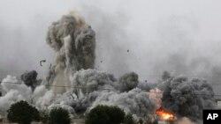 Những vụ không kích của liên minh do Hoa Kỳ dẫn đầu nhắm vào phiến quân ở Kobani đã giúp cho người Kurd cố thủ ở thành phố Kobani.