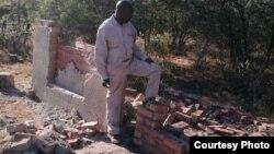 UMnu. Mbuso Fuzwayo, umqondisi wenhlanganiso yeIbhetshu Likazulu, uthi akumangalisi ukutshontshwa kwelitshe ngabacatshangelwa ukuba basekela uhulumende. (Photo Credit/Mbuso Fuzwayo)