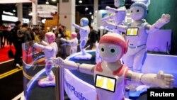 មនុស្សយន្ដ iPal Smart ប្រើបច្ចេកវិទ្យាបញ្ហានិម្មិត AI របស់ក្រុមហ៊ុន Avatarmind ត្រូវបានផលិតឡើងសម្រាប់កុមារ និងមនុស្សចាស់ និងត្រូវបានដាក់តាំងបង្ហាញនៅក្នុងពិធីតាំងពិព័ណ៌ CES ឆ្នាំ២០១៨ នៅក្រុង Las Vegas រដ្ឋ Nevada។