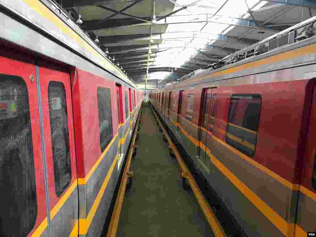 اورنج ٹرین کے ٹریک پر 27 ٹرینیں چلیں گی اور ہر ٹرین پانچ بوگیوں پر مشتمل ہوگی۔