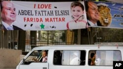 Spanduk bertuliskan dukungan terhadap kandidat presiden Mesir Abdel-Fattah el-Sissi di Kairo, Mesir (27/5). (AP/Amr Nabil)