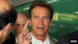 La carrera en Hollywood de Schwarzenegger, antes de entrar en la política, incluye títulos como The Terminator y Conan el bárbaro.