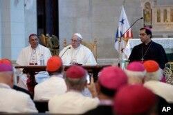 El papa Francisco se reúne con los obispos de Panamá y las naciones centroamericanas en la iglesia San Francisco de Asis, en Ciudad de Panamá, el 24 de enero de 2019.