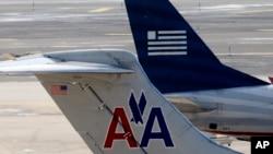 全美航空公司与美国航空公司的两架飞机 (资料照片)