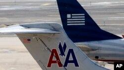Pesawat American Airlines dan US Airways.