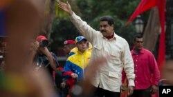 El control de cambio permitía a los turistas extranjeros en Venezuela vender sus divisas únicamente en instituciones financieras autorizadas.