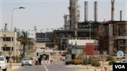 Lima perusahaan minyak asing, termasuk raksasa minyak Italia, ENI mulai beroperasi kembali di Libya (2/9).