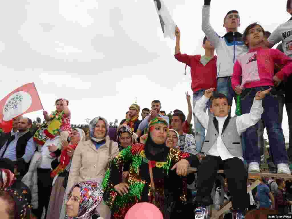 HDP rally in Istanbul, June 8, 2015 (Salih Turan/VOA Kurdish)