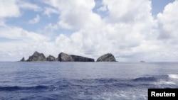 东京都政府考察船2012年9月2日在中日争执的尖阁诸岛(钓鱼岛)水域所拍摄的照片