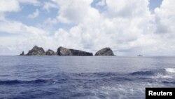 Dãy đảo đang trong vòng tranh chấp, người Nhật gọi là Senkaku, và người Trung Quốc gọi là Điếu Ngư.