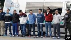 6 công dân Colombia bị truy tố tội giết người, bắt cóc và âm mưu bắt cóc. 1 người Colombia thứ bảy bị truy tố vì đã tìm cách phi tang bằng chứng liên quan tới vụ giết người.