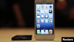 iPhone 5 được trưng bày tại 1 cuộc họp báo của Apple ở San Francisco, California, 12/9/2012