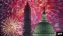 美國獨立日煙花映照首都華盛頓