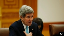 美国国务卿克里2月13日在首尔与韩国总统朴槿惠会谈