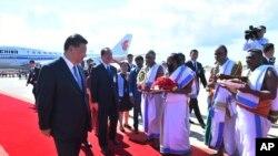 Presiden China Xi Jinping tiba di Chennai, India, 11 Oktober 2019. (Foto: Kementerian Luar Negeri India via AP)