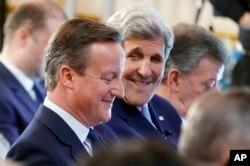Britaniyanın baş naziri Deyvid Kameron və ABŞ dövlət katibi Con Kerri Londonda keçirilən Anti-Korrupsiya Sammitində