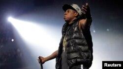 El cantante Jay-Z continúa alimentando su polémica visita a Cuba, junto a su esposa Beyoncé, criticada por algunos republicanos.