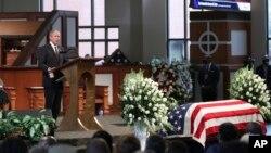 Mantan Presiden AS George W. Bush berbicara dalam acara pemakaman anggota Kongres John Lewis di kota Atlanta, Georgia, Kamis (30/7).