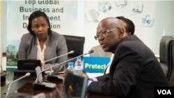 Umuyobozi w'ikigo nyarwanda gishinzwe iterambere mu Rwanda, RDB, Claire Akamanzi, i bubamfu kw'ifoto