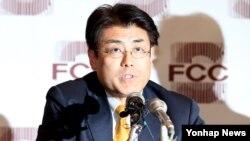 지난 17일 프레스센터에서 박근혜 대통령의 명예를 훼손한 혐의로 기소된 가토 다쓰야 일본 산케이 신문 전 서울지국장이 1심에서 무죄 판결받은 후 기자회견을 하고 있다.