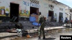 21일 소말리아 수도 모가디슈의 한 식당 주변에서 차량 폭탄 공격이 발생했다.