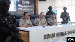 Kepala Divisi Humas Polri Irjen. Setyo Wasisto dalam konferensi pers di Mabes Polri Jakarta, Kamis (22/6). (VOA/Fathiyah)