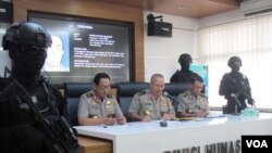 Kepala Divisi Humas Polri Irjen. Setyo Wasisto dalam konferensi pers di Mabes Polri Jakarta. (Foto: VOA/Fathiyah)