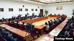 북한 조선중앙통신은 24일 탈북자 부부(김광호 부부)와 그들의 딸, 또 다른 탈북 여성(고경희) 등 4명이 북한으로 귀환해 인문문화궁전에서 기자회견을 했다고 보도했다.