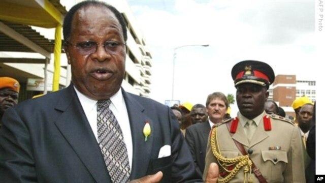 Malawi's Ex-President Bakili Muluzi announced his retirement from politics.