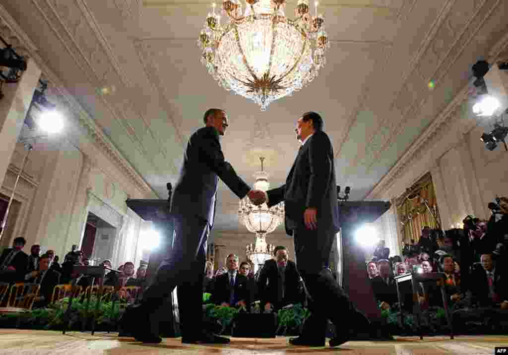 January 19: U.S. President Barack Obama (L) shakes hands with Chinese President Hu Jintao after a joint news conference in the East Room at the White House. (Reuters/Jim Young)
