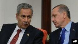 Bulent Arinç û Recep Tayyip Erdogan. (Erşîv)