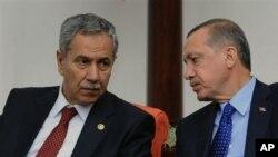 Bülent Arınç ve Başbakan Erdoğan (arşiv)