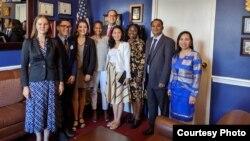 Ledy Simarmata bersama para peserta McCain Institute's Next Generation Leaders 2020 di kantor anggota Kongres AS William Hurd di Washington DC (foto: courtesy).