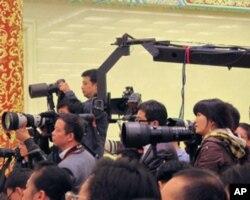 记者会上的摄影和摄像记者