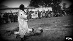 Une photographie d'une vidéo de Boko Haram.