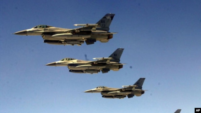 US F-16 fighter jets patrolling Iraqi airspace in June, 2001