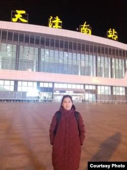 声援王全璋,维权人士许艳抵达天津南站后不久被警方控制 (许艳本人提供)