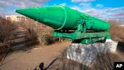 El programa ruso supone una gran preocupación para el Pentágono, que baraja varias opciones de respuesta, incluido el despliegue de defensas antimisiles adicionales en Europa o de misiles de crucero de base terrestre o aérea.