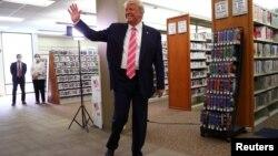 Дональд Трамп на участке для голосования в Уэст-Палм-Бич
