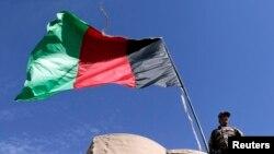چارواکي وايي افغان ځواکونو وسله وال طالبانو د یمګان ولسوالۍ له ودانۍ ویستلي، خو ۲۷ پتښتول شوي پولیس لا هم له طالبانو سره دي .
