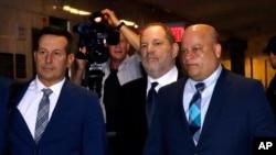 Harvey Weinstein (C) enters State Supreme Court in New York, April 26, 2019.