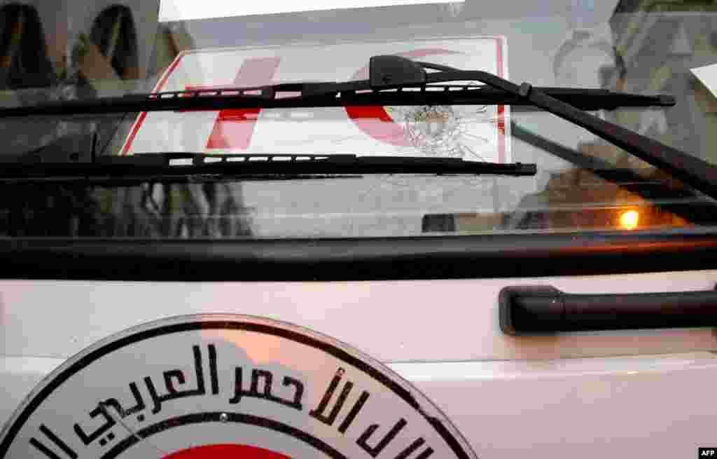 خبرگزاری سوریه می گوید مخالفان دولت به خودروی هلال احمر در حمص شلیک کرده اند - هشتم فوریه