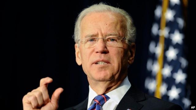 Wapres AS Joe Biden berbicara dalam sebuah konferensi mengenai permasalahan kekerasan dengan senjata api di AS, hari Kamis (21/2).